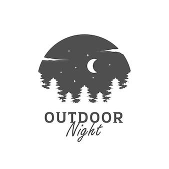 Logo sosnowego lasu vintage w nocy