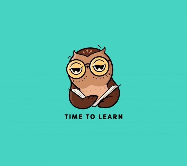 Logo sowa czyta book. postać z kreskówki śmieszne dla edukacji