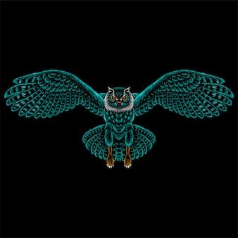 Logo sowa do projektowania tatuażu lub t-shirtów lub odzieży wierzchniej. polowanie styl tło sowa.