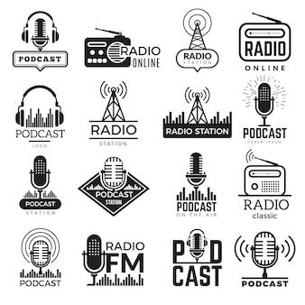Logo stacji radiowej. kolekcja odznak głośników podcastów w studiu muzycznym
