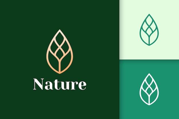 Logo złotego liścia w luksusowym i eleganckim kształcie dla urody i zdrowia