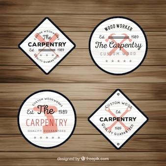 Logos dla stolarki na drewnianym tle