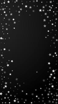 Losowe spadające gwiazdy boże narodzenie w tle. subtelne latające płatki śniegu i gwiazdy na czarnym tle. godny podziwu szablon nakładki srebrnego płatka śniegu zima. nowoczesna ilustracja pionowa.