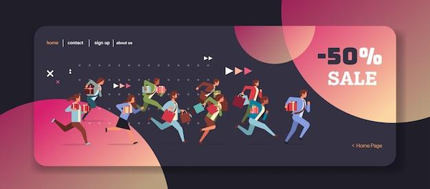 Ludzie biegający z pudełka na prezenty i torby na zakupy czarny piątek koncepcja wielkiej sprzedaży boże narodzenie nowy rok święta uroczystości pełnej długości poziome ilustracji wektorowych