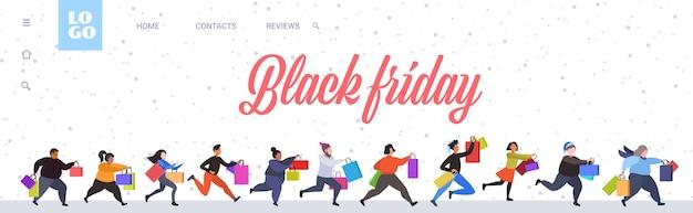 Ludzie biegający z torby na zakupy wielka wyprzedaż w czarny piątek
