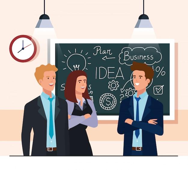 Ludzie biznesu i tablica z grafiką biznesplanu