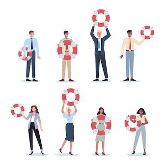 Ludzie biznesu posiadający koło ratunkowe. lifeline jako metafora pomocy i bezpieczeństwa. idea obsługi klienta. pomagaj ludziom z problemami. dostarczenie klientowi cennych informacji.