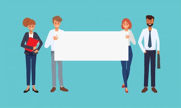 Ludzie biznesu pracy zespołowej trzyma duży sztandar.