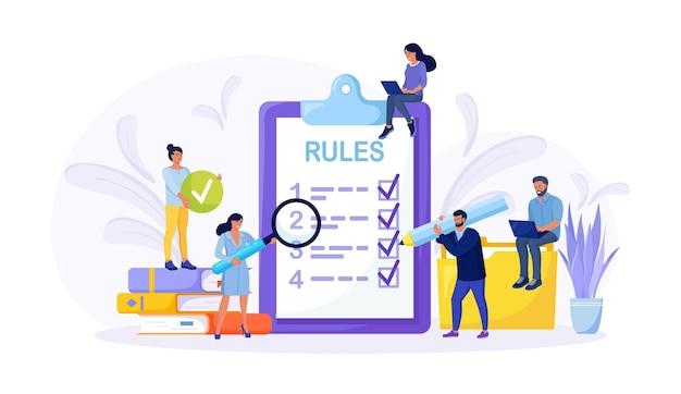 Ludzie biznesu studiujący listę zasad, czytający wskazówki, robiący listę kontrolną. mali biznesmeni poznają porządek firmy, ograniczenia, prawo, regulacje