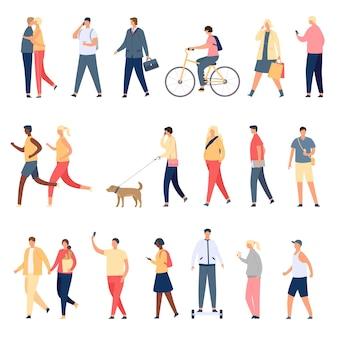 Ludzie chodzą. płaskie postacie spacerujące z psem na świeżym powietrzu, jeżdżące na rowerze i hoverboardzie oraz biegające. mężczyźni i kobiety tłoczą się na ulicy wektor zestaw. ilustracyjna postać spacerująca, osoba z psem na zewnątrz