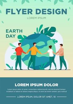 Ludzie chodzą po całym świecie i trzymając się za ręce płaskich ilustracji wektorowych. drobni ludzie ratują światową ekologię. wielka planeta. koncepcja ochrony środowiska i ochrony przyrody na dzień ziemi