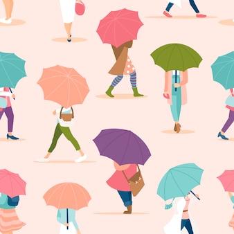 Ludzie chodzą pod parasolem wzór. wiosna deszczowy dzień wzór. tłum drobnych ludzi wzór w pastelowych kolorach.