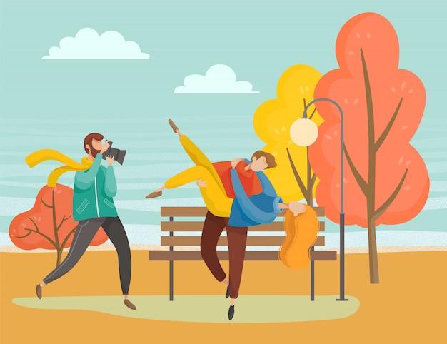 Ludzie chodzą w parku jesień para sesji zdjęciowej