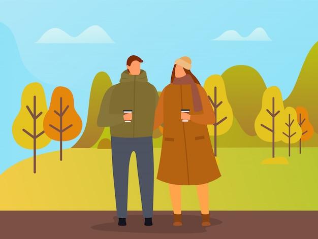 Ludzie chodzą w parku jesień, para w dniu