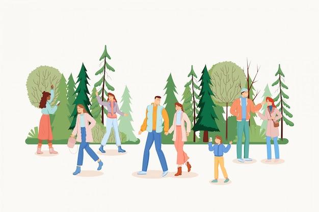 Ludzie chodzą w parku.