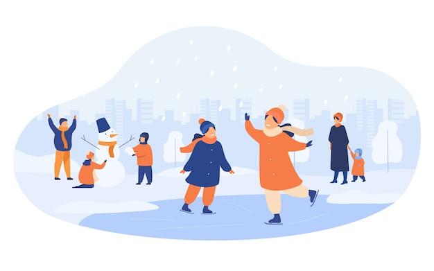 Ludzie chodzą w winter park na białym tle ilustracji wektorowych płaski. kreskówka mężczyźni, kobiety i dzieci na łyżwach i lepienie bałwana.