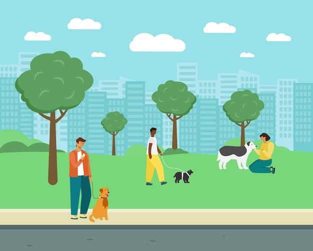 Ludzie chodzą z psami w parku.