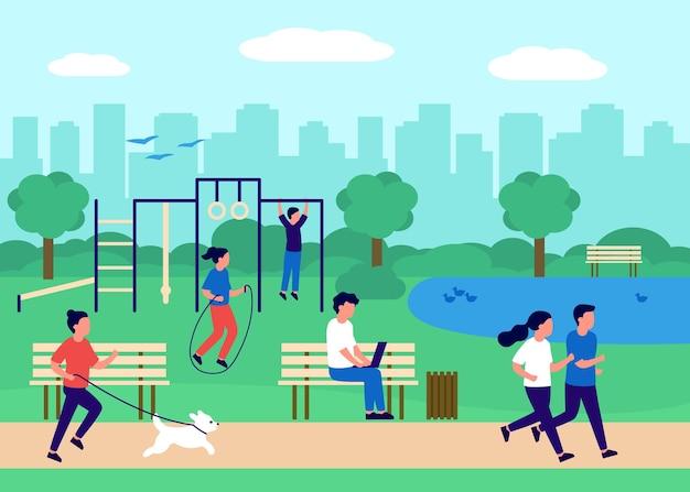 Ludzie gromadzący się w parku miejskim i sport w przyrodzie aktywni ćwiczący ludzie spędzający czas na świeżym powietrzu