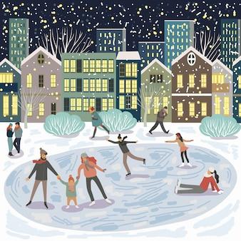 Ludzie na lodowisku, rodzina na łyżwach na tle wieczornych domów w mieście.