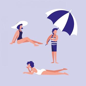 Ludzie na plaży z strój kąpielowy