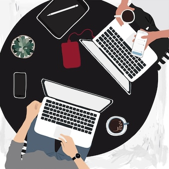 Ludzie pracujący na laptopach w kawiarni