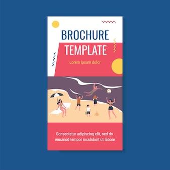 Ludzie relaksujący na plaży szablon broszury