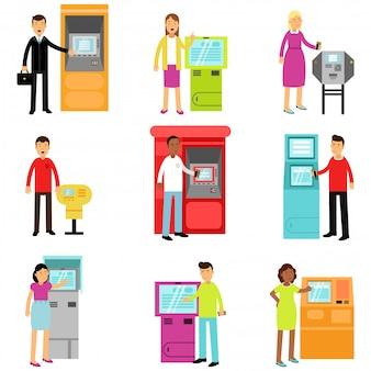 Ludzie robią bankomat pieniądze wpłaty lub wypłaty zestaw, mężczyzna i kobieta za pomocą terminala kolorowe banknoty kolorowe ilustracje