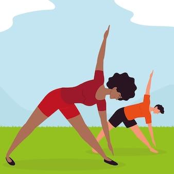 Ludzie robią jogę w trawie