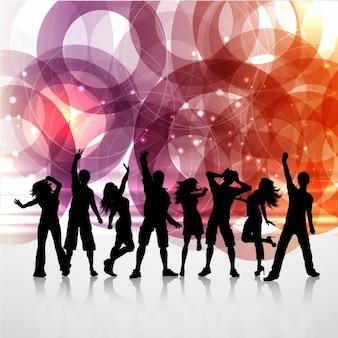 Ludzie tańczą silouettes tło
