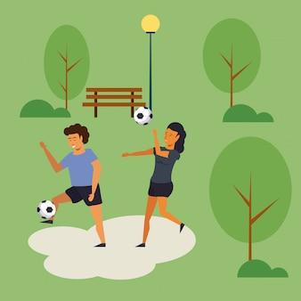 Ludzie trenują piłkę nożną w parku kreskówki