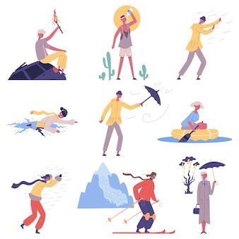 Ludzie uderzają meteorologicznymi kataklizmami naturalnymi, katastrofami pogodowymi. postacie uciekają przed silnym wiatrem i pustynnym upałem wektor zestaw ilustracji. ludzie przeciwko klęskom żywiołowym