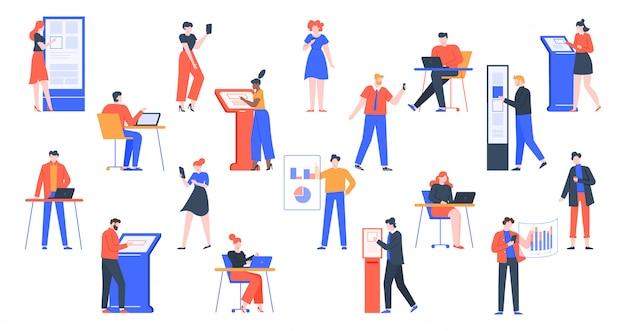 Ludzie używają urządzeń. postacie z cyfrowymi gadżetami, korzystające z laptopa, tabletu, smartfonów i zestawu ilustracji wyposażenia nowoczesnego interfejsu. faceci z wirtualnymi interfejsami informacyjnymi