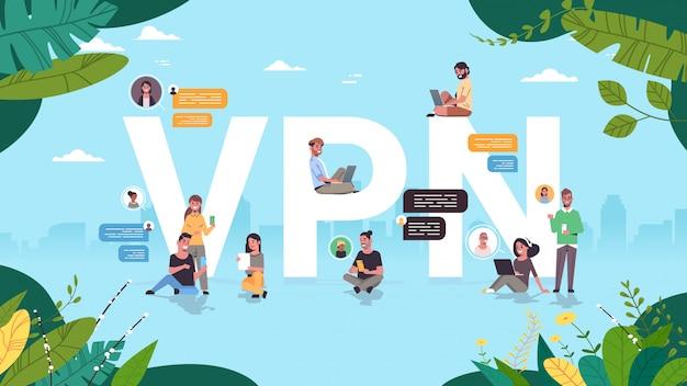 Ludzie używający wirtualnej sieci prywatnej vpn do komunikacji cyberbezpieczeństwo i koncepcja prywatności