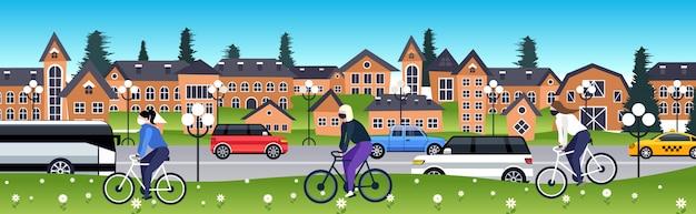Ludzie w maskach jeżdżący na rowerach koronawirus pandemiczna ochrona kwarantanny