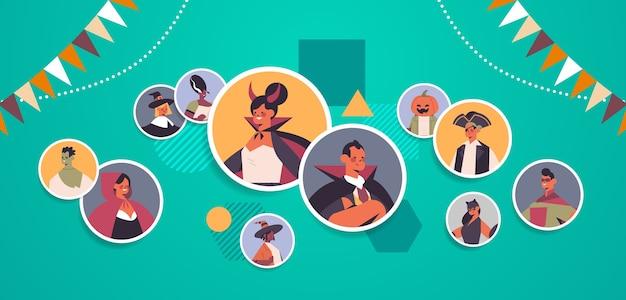 Ludzie w różnych kostiumach omawiających podczas rozmowy wideo koncepcja happy halloween party online komunikacja portret poziomy ilustracji wektorowych