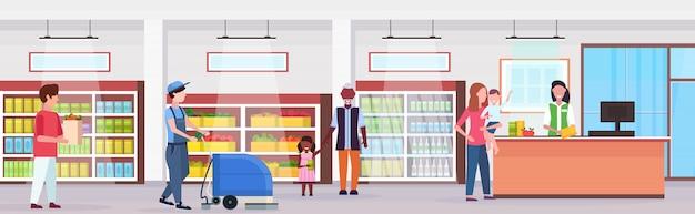 Ludzie w sklepie spożywczym płaskiej pełnej długości poziomej