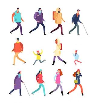 Ludzie w zimowe ubrania. kreskówka mężczyzna i kobieta, młodzież i dzieci chodzić w zimnych porach roku. zestaw znaków zimowych