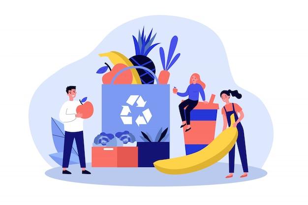 Ludzie wkładają żywność ekologiczną do ekologicznej torby