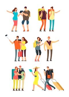 Ludzie z bagażem na wakacjach. turystyczny mężczyzna, kobieta i dzieciaki z torbami. podróży rodziny wektor zestaw znaków