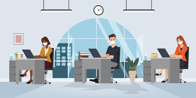 Ludzie z biur biznesowych utrzymują pokój biurowy z dystansem społecznym.