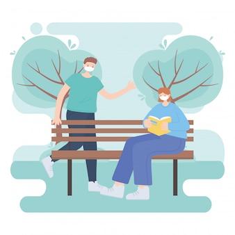 Ludzie z medyczną maską na twarz, kobieta czytająca książkę na ławce i chłopiec spacerujący po parku