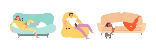Ludzie ze zwierzętami. kobieta na kanapie z kotkiem, chłopiec na krześle z żółwiem. leniwe nastolatki z ilustracji wektorowych gadżetów. kobieta z kotkiem, mężczyzna na wnętrzu sofy