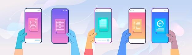 Ludzkie ręce za pomocą aplikacji mobilnej online statystyki danych zdalna kontrola biznesu na ekranach smartfonów pozioma ilustracja wektorowa