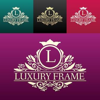Luksusowa etykieta lub element symbolu miejsca króla z zestawem ozdobnych obiektów kaligrafii.