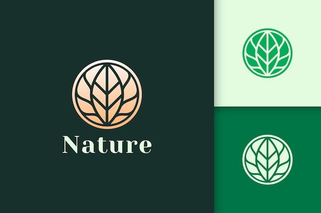 Luksusowa i kobieca pielęgnacja urody lub logo kosmetyczne w kształcie kwiatu