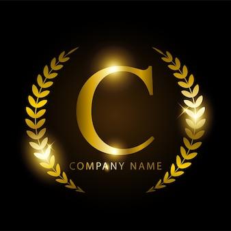 Luksusowa złota litera c dla tożsamości marki lub etykiety premium