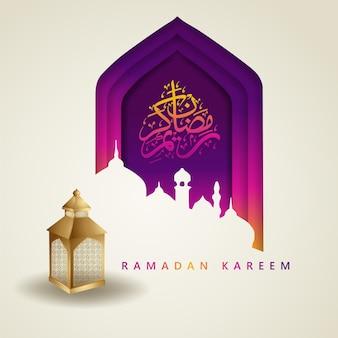 Luksusowy i elegancki design ramadan kareem z kaligrafią arabską, tradycyjną latarnią i meczetem z kolorową gradacją.