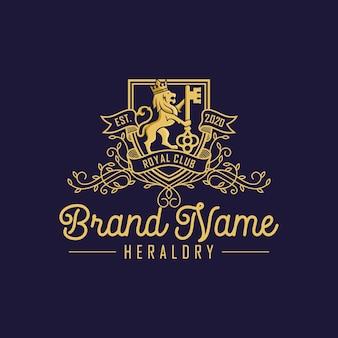 Luksusowy projekt logo lion key na niebieskim tle