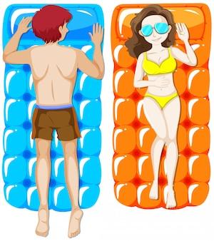 Mężczyzna i kobieta na pływającej tratwie