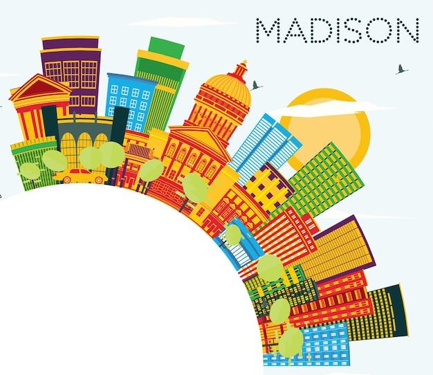 Madison wisconsin skyline z kolorowymi budynkami, błękitnym niebem i przestrzenią do kopiowania. ilustracja wektorowa. podróże służbowe i koncepcja turystyki z nowoczesnymi budynkami. madison usa gród z zabytkami.
